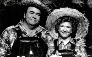 Hoyt Axton and his mother Mae on the TV show Hee-Haw.